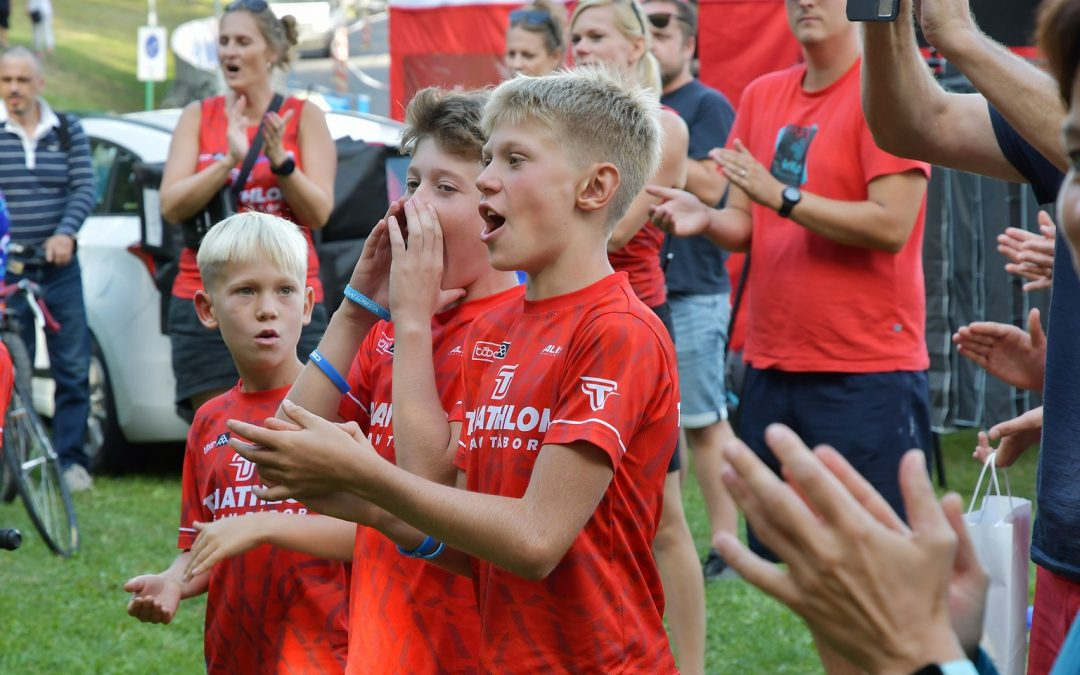 154 mladých triatlonistů otevřelo závodní program při Českém pohár žáků